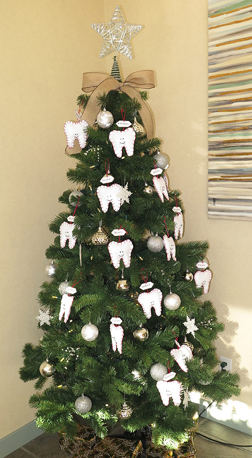 Willoughby Dental Decorated Tree